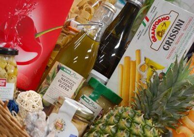 REWE Stolpowski Geschenkkorb mit verschiedenen Produkten